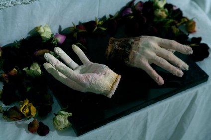 Installation (détail) : Fur Aphrodite photo : louise dumont